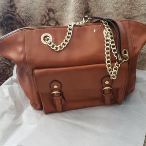 STEVE MADDEN PURSE IN BRAND NEW CONDITION.